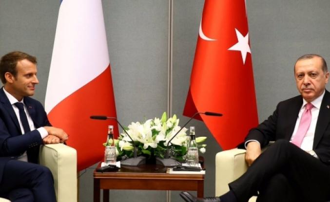 Erdoğan Fransa'da  gazeteciyi 'FETÖ'cü gibi konuşuyorsun' diyerek azarladı.