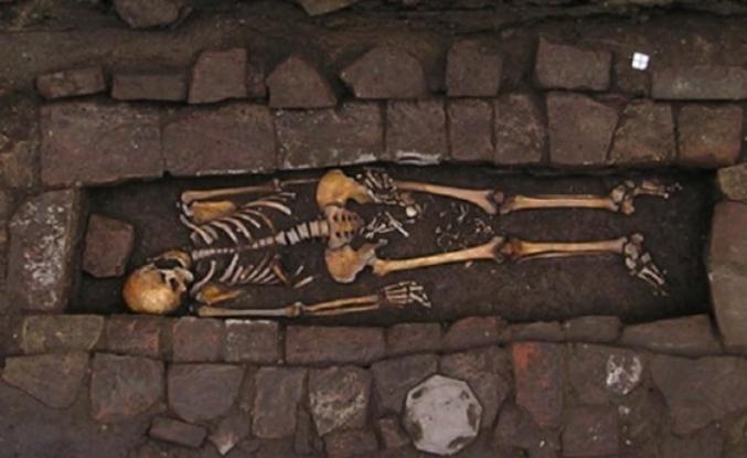 Arkeologların ortaya çıkardığı korkunç gerçek: Tabutta doğum