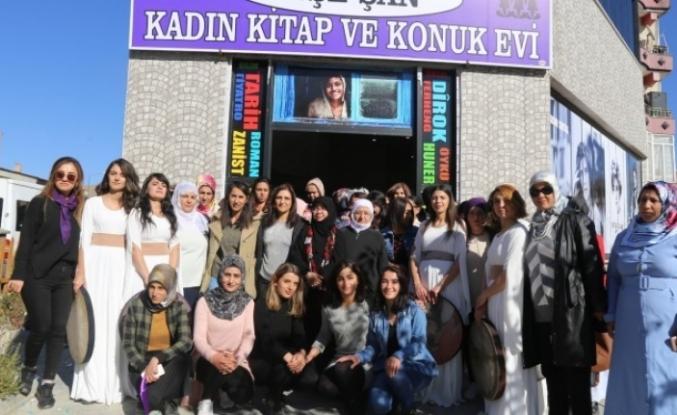 Muradiye'de Ayşe Şan Kadın Kütüphanesi ve Konukevi açıldı