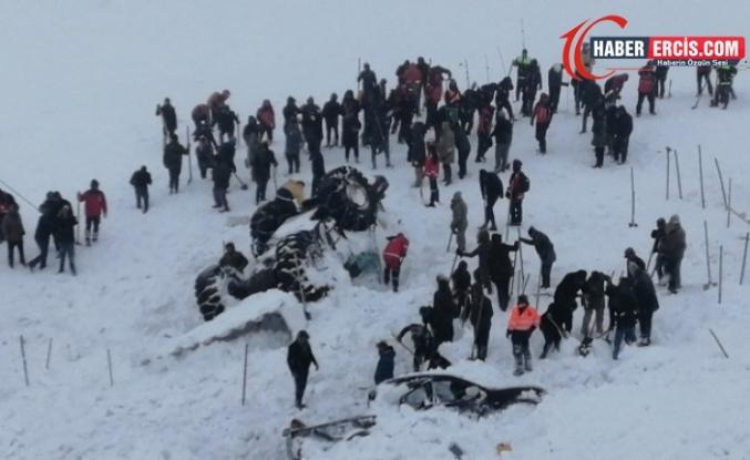 Van'da Çığ bölgesinde arama çalışmalarına kar ve tipi engeli