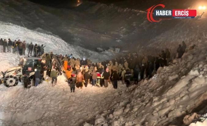 Van'da çığ altında kalan minibüste 5 kişi yaşamını yitirdi