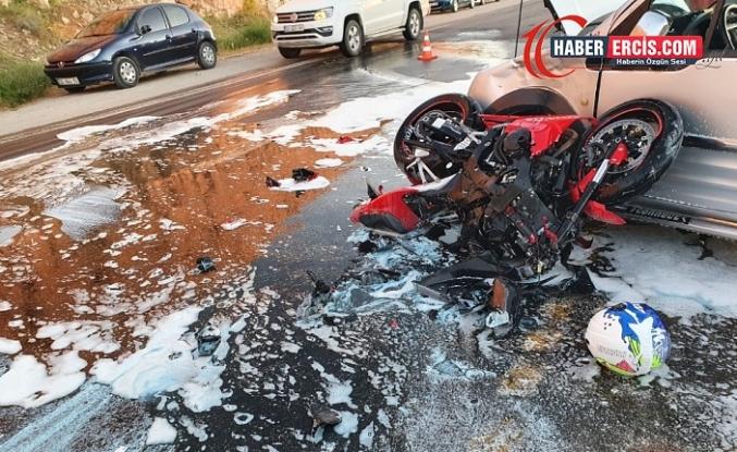 Van'da Kamyonetle motosiklet çarpıştı: 2 yaralı