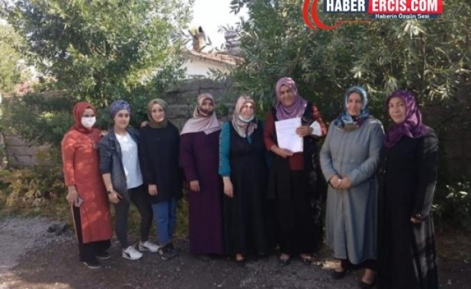 Erciş'ten sonra AKP Muradiye Kadın kolları da toplu  istifa etti