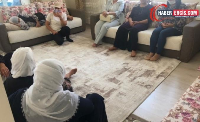 TJA ve HDP'den Van'da katledilen Dilan Toptaş'ın ailesine ziyaret