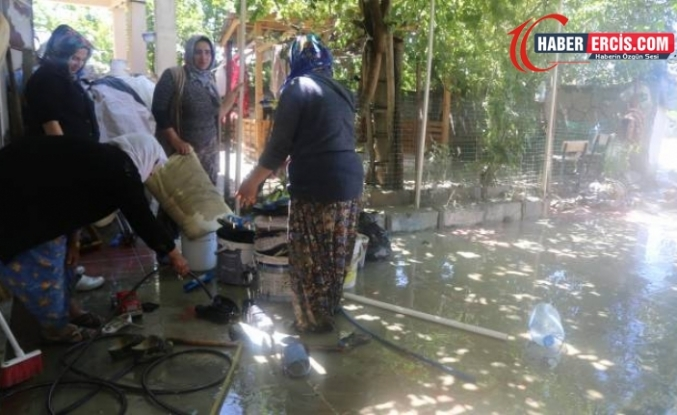 Van'da evleri su bastı
