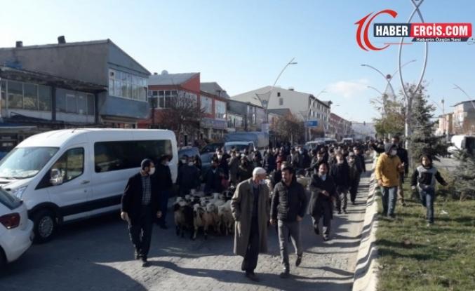 Van'da Hayvan besicileri engellemelere karşı eylemde