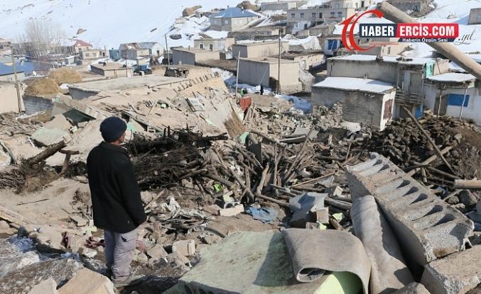 Başkaleliler depremin yaralarını kendileri sarıyor