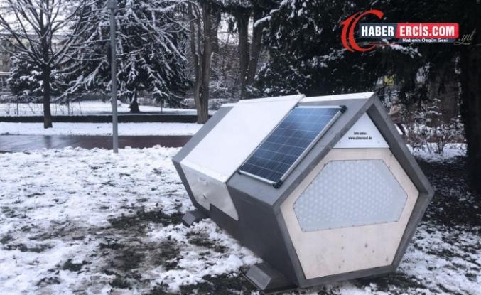Almanya'da evsizler için uyku kapsülleri kuruldu