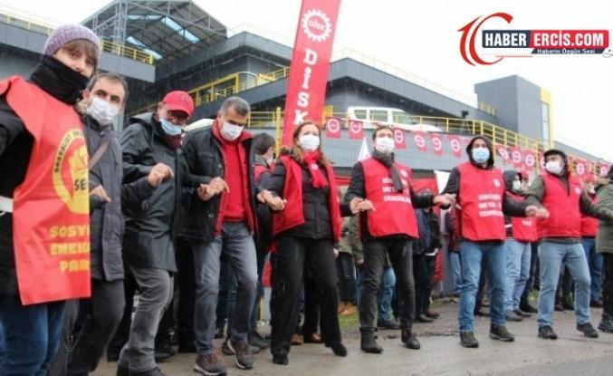 DİSK 54'üncü yıl dönümünü grevdeki işçilerle kutladı