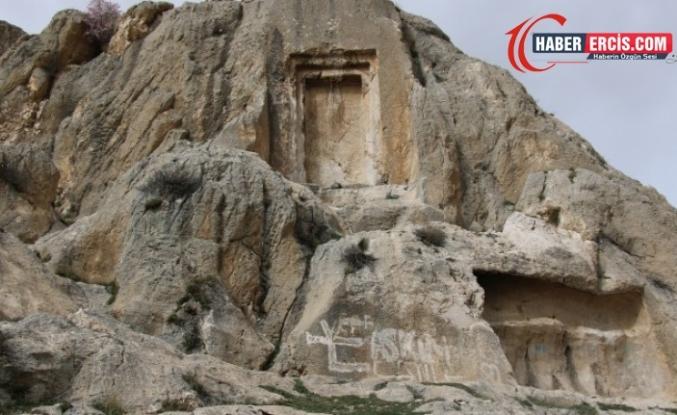 Van'da Urartular'dan kalma tarih yok ediliyor