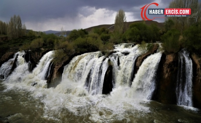 Muradiye Şelalesi'nde bahar güzelliği göz kamaştırıyor