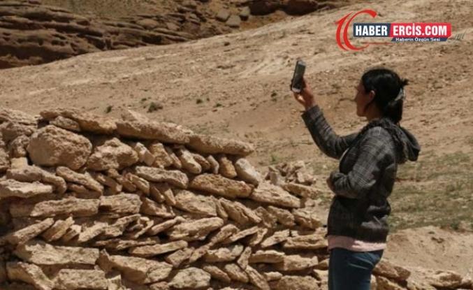 Van'da Sınava hazırlanan öğrenciler şebeke olmadığı için tepelere çıkıyor