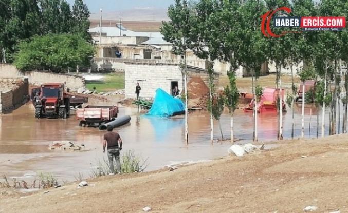 Erciş ve Özalp'te selden dolayı 65 koyun öldü