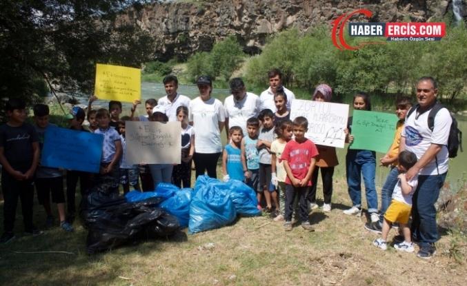 Zîlan'da Ekolojik Kıyıma Dikkat Çekmek Amacıyla Çocuklar Çöp Topladı