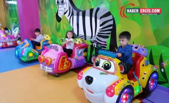 Erciş'in ilk ve tek aile eğlence merkezi Fly land ziyaretçilerini bekliyor