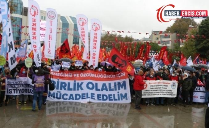 Direnen işçiler hakları için alanda