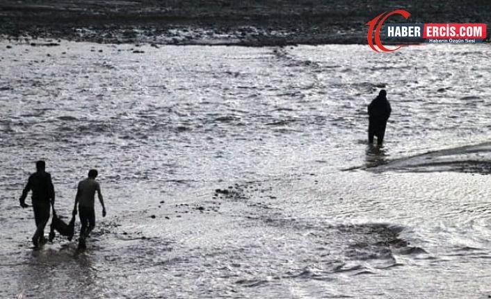Ağrı'da 100 koyun sel sularına kapılarak öldü