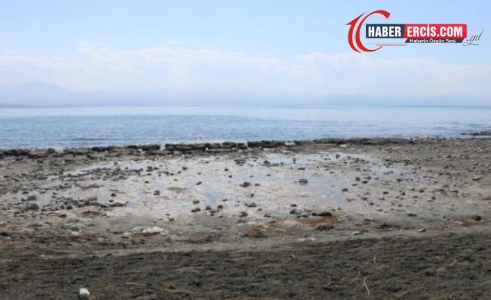 Kuraklık Van Gölü'nü etkiledi: Su seviyesi 3 metre düştü